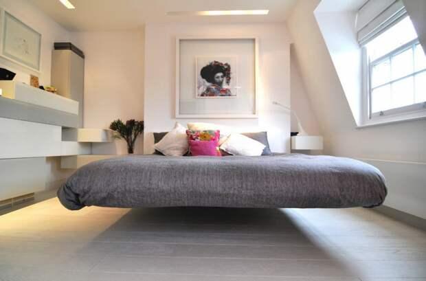 Кровать, парящая в воздухе