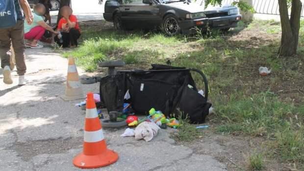 Легковушка сбила женщину с двумя маленькими детьми в Евпатории