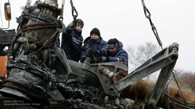 Антипов показал останки самолета, которые опровергают голландскую версию крушения МН17