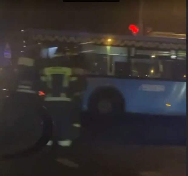 На Сходненской столкнулись автобус и легковушка