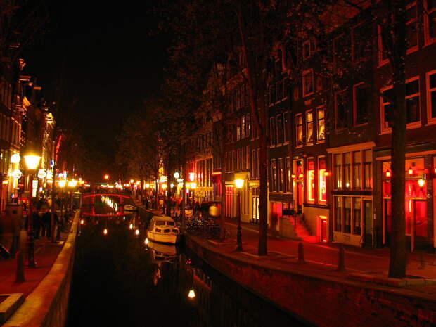 Квартал красных фонарей переедет на окраину Амстердама