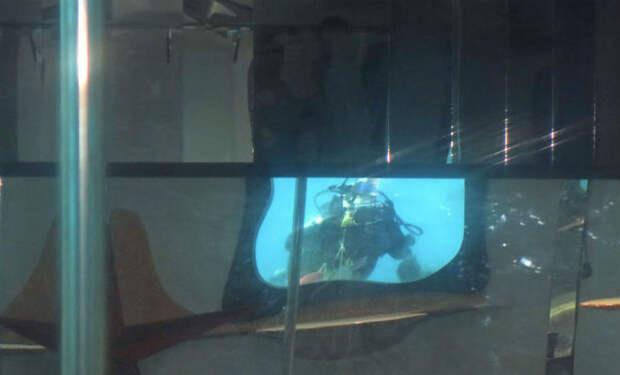 Дайверы обнаружили дверь внутри моря и решили ее открыть