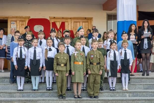 Между позором и дурной славой: как горе-мать хотела сорвать школьный концерт, приуроченный к Дню Победы