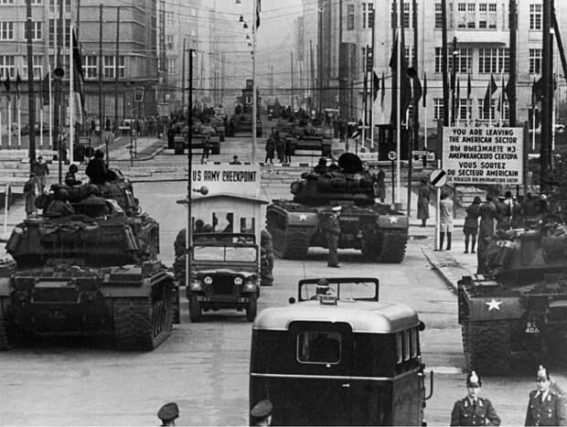 Берлинский кризис: как танкисты США и СССР могли начать Третью мировую
