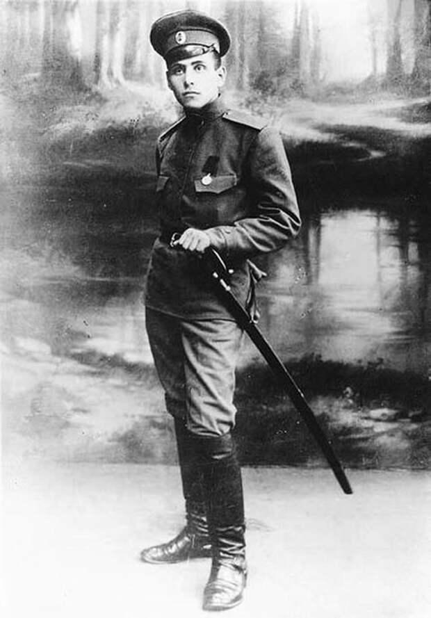 Василий Константинович Блюхер, унтер-офицер (но в форме рядового) Русской императорской армии. 1915 г. wikimedia