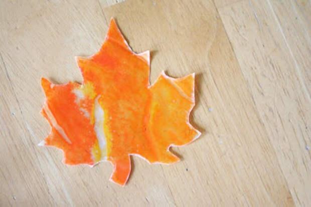 Детский мир. Яркие осенние листья из бумаги