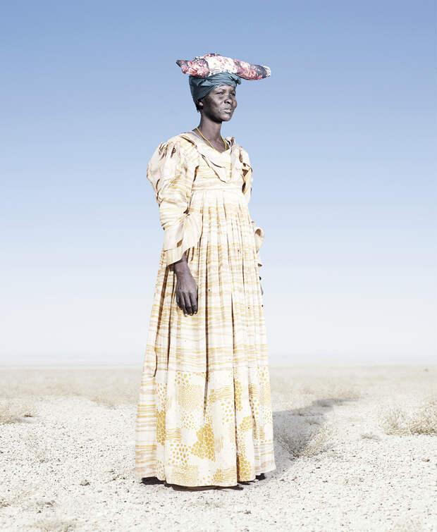 Женщины африканского племени гереро носят европейские платья начала 20-го века