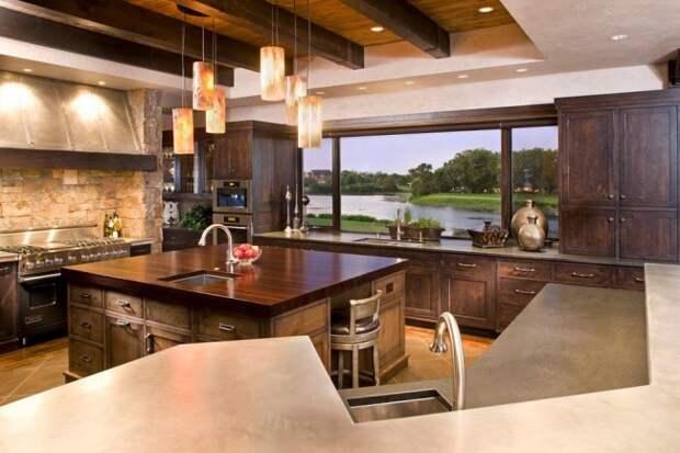 Очень роскошная кухня-студия в теплых тонах с максимальным использованием венге в отделке кухонного гарнитура, а также столешницы одной из рабочих поверхностей