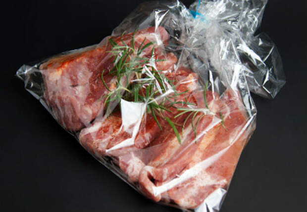 Мясо в пакете за 1 час: хватает на всю семью