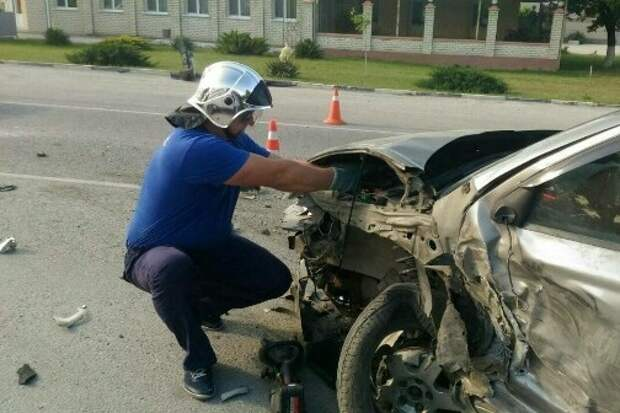 В Белогорске разбилась столкнувшаяся с грузовиком легковушка