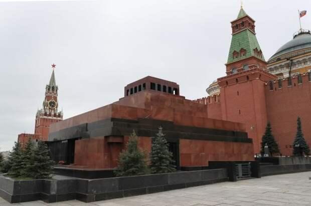 Мавзолей Ленина снова открылся для посетителей