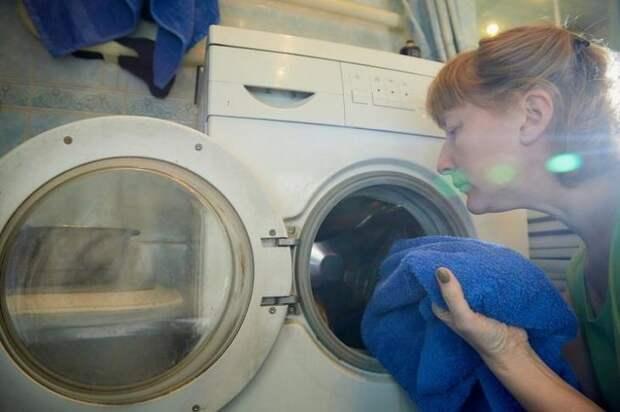 Зачем нужно класть в стиральную машину целлофановый пакет