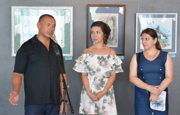 В Севастополе открылась выставка акварелей и графики Ксении Хидаевой (ФОТО)