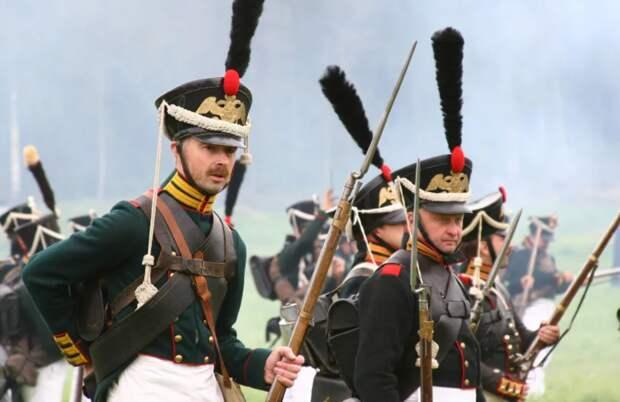 Солдаты выступили навстречу неприятелю
