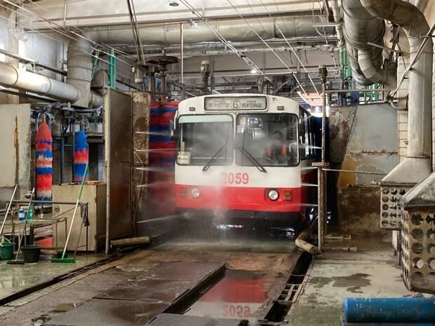 Трамваи и троллейбусы в Ижевске проходят ежедневную дезинфекцию