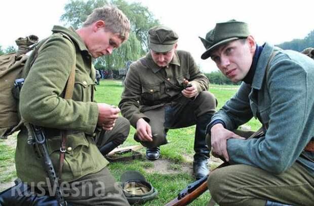 В годовщину изгнания фашистов Порошенко рассказал о неравных боях УПА с НКВД