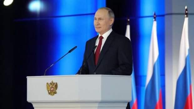 Владимир Путин расширил перечень мер соцподдержки и назначил маткапитал за первенцев