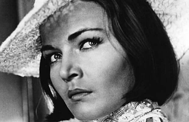 Людмила Чурсина в фильме *Любовь Яровая*, 1970 | Фото: kino-teatr.ru