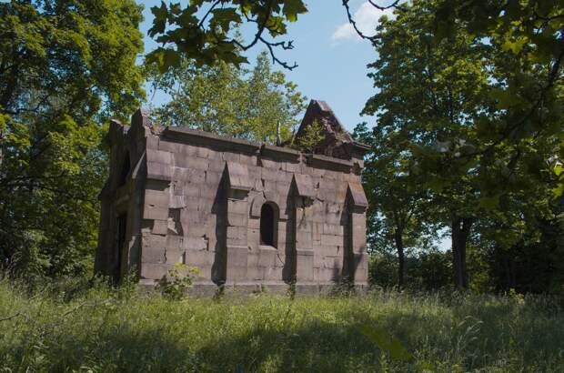 Усадьба Бильдерлинга (Заполье), где писатель Пришвин работал агрономом, и склеп в поле