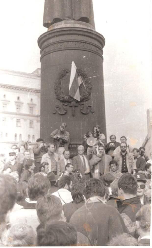 21 августа 1991,17.00. Митинг в защиту гласности, организованный Союзом журналистов СССР.