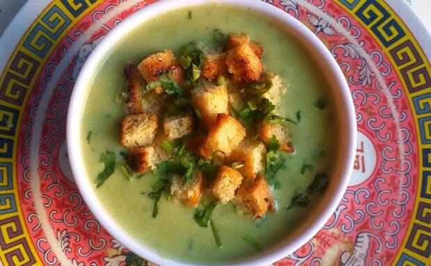 Жарим 3 головки чеснока и чесночный суп почти готов. Подсмотрели рецепт на итальянской кухне