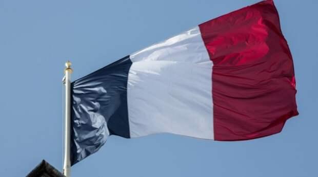 Почему РФ и Франция выслали дипломатов тайно