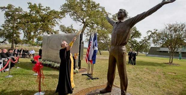 19. Церемония открытия памятника Юрию Гагарину в Хьюстоне памятники, ссср