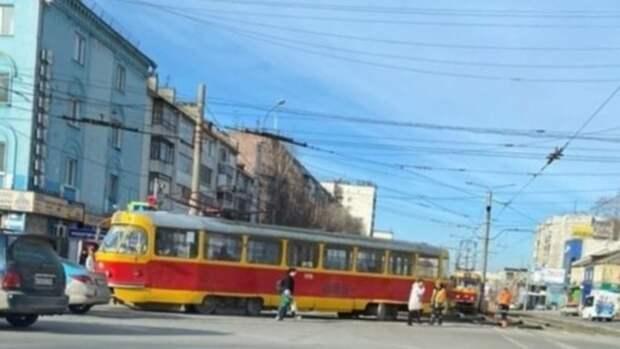 Такой день. Сход с рельсов трамвая в Барнауле и сгоревшая иномарка