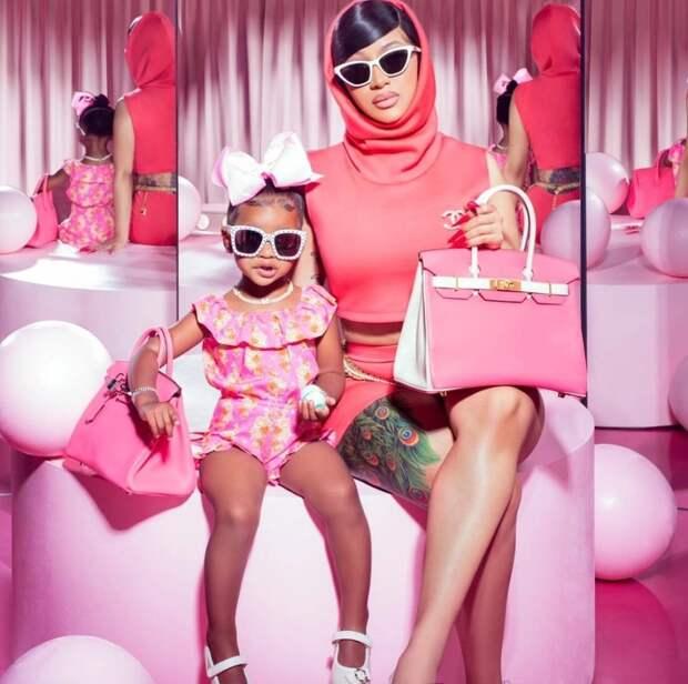 Мамина копия: новый модный тренд— звезды иихдочери водинаковых нарядах