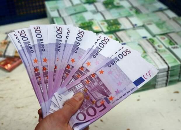 Российские банки ввезли в страну рекордный объем наличных евро