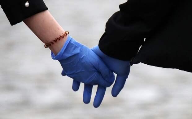 Вирусолог назвал кожаные и резиновые перчатки лучшим средством защиты от коронавируса