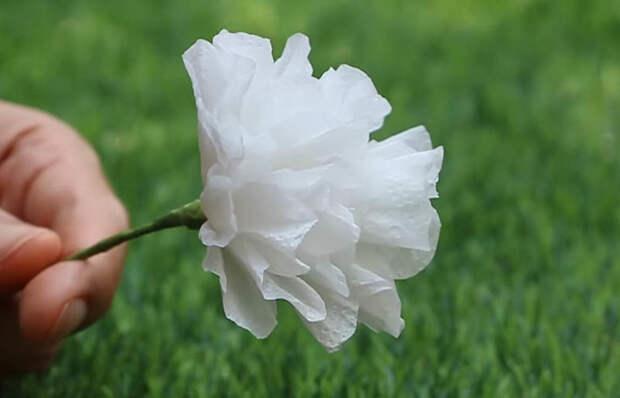 Очаровательные цветы для украшения из нестандартного материала