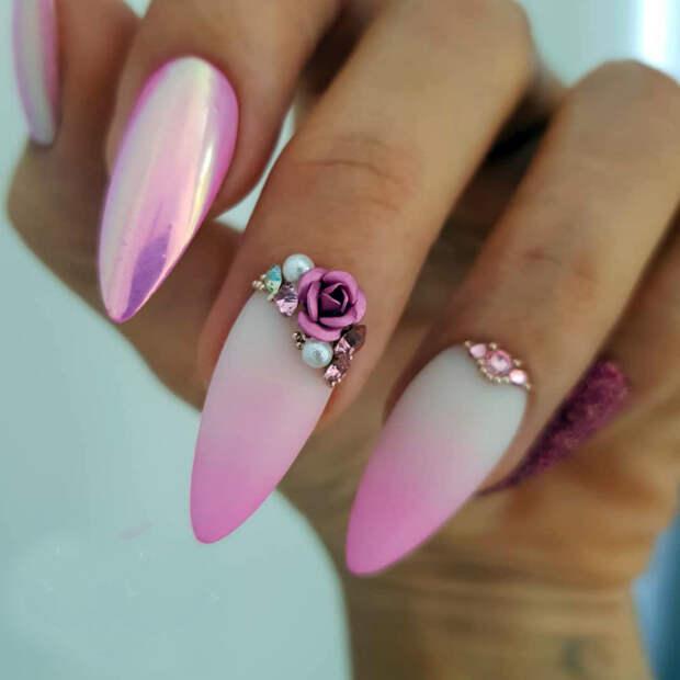Стильный маникюр в розовых тонах.