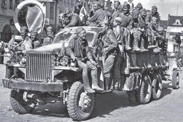 Для советских солдат«Студебекер» US6-U3 был отличным мощным и выносливым средством передвижения (1944)
