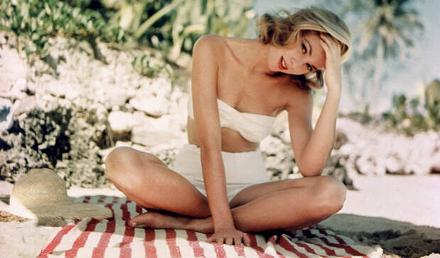 top-10-most-beautiful-classic-actresses-01
