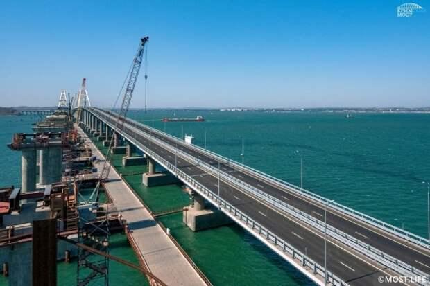 Очевидцы утверждают, что видели планету Нибиру над Крымским мостом (ФОТО)
