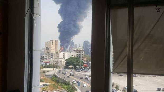 Дежа вю: разрушенный порт Бейрута снова загорелся