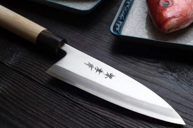 Затачиваем нож обычной газетой