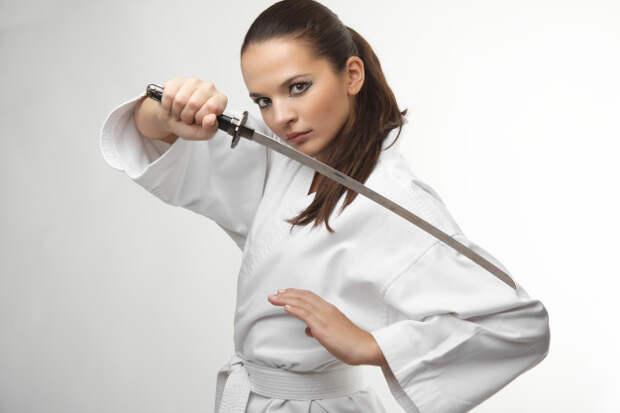 Американец хочет биться с женой на мечах, чтобы уладить юридические споры об опеке детей