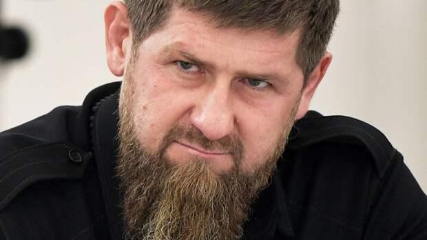 Кадыров по видеосвязи поздравил Бетербиева с защитой титулов, когда российский боксер был еще на ринге