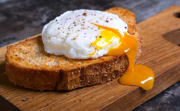 Яйца в мешочек получаются всегда: разбили в кастрюлю, а потом резко охлаждаем