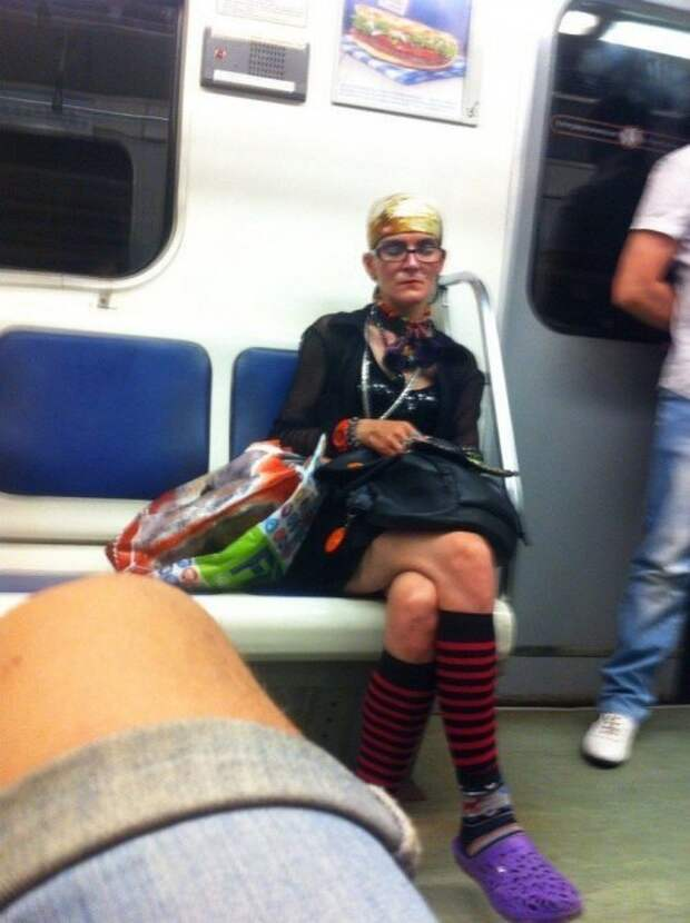 Странные и необычные пассажиры в метро (18 фото)