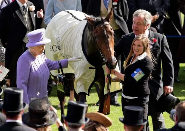 Королева Елизавета II потеряла еще одного близкого человека в день похорон мужа