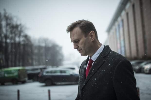 После предупреждения из США о жизни Навального — ему надо бояться и прятаться в русской тюрьме