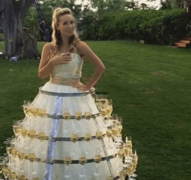 Четыре невесты, решившие угостить гостей своим свабедным нарядом