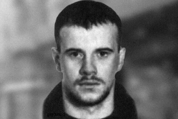 В отличие от Шерстобитова, Пустовалов не участвовал в фотосессиях
