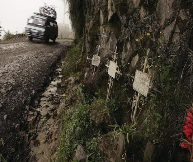 """Дороги с которых не возвращаються. """"Дорога дьявола"""" или """"Дорога смерти"""" в Боливии."""