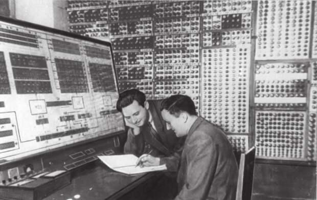 Анатолий Китов: за что изобретателя советского интернета выгнали из партии