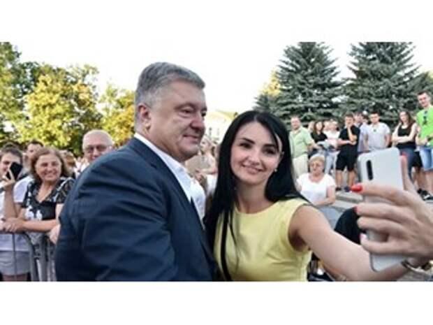 """""""Хоть черт с рогами"""". Почему Порошенко вновь становится популярным"""