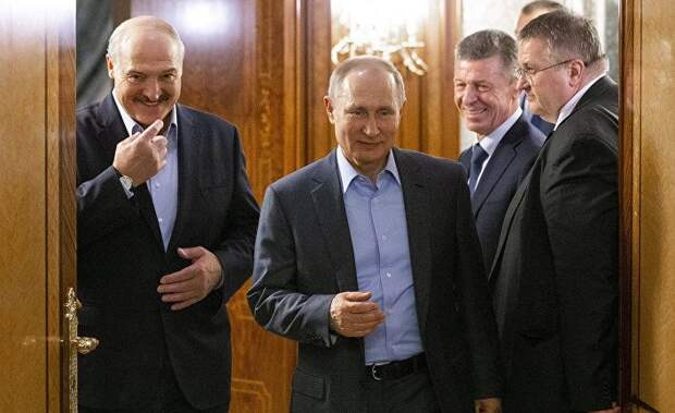 От Вашингтона до Минска: демократия на осадном положении и… проигрывает (The Guardian, Великобритания)